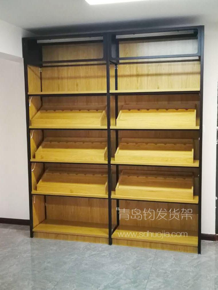 招远某名酒连锁在青岛钧发货架定制一批钢木结合货架并顺利安装完成~