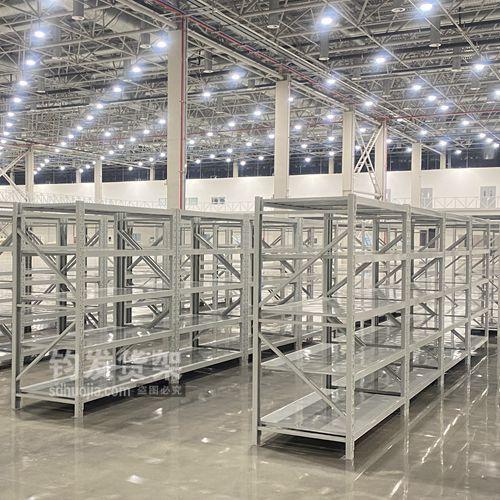青岛某公司在钧发货架定制一批仓储货架顺利安装完成