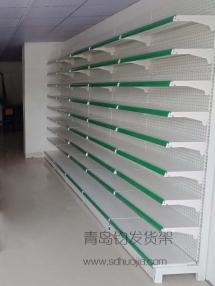 恭喜胶州某医药连锁店在青岛钧发货架选购一批药店货架并顺利安装完成