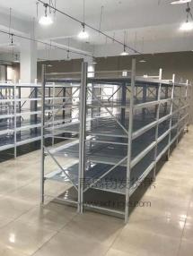 青岛市即墨区某服装仓库在青岛钧发货架订购一批轻型仓储货架