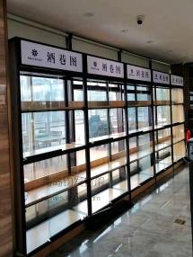 青岛靓湾餐厅在钧发货架定制一批钢木货架用于酒水展销