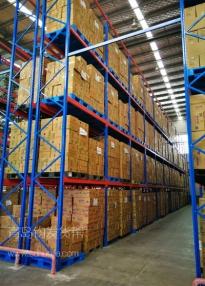 城阳某物流公司在青岛钧发货架定制一批仓储货架并顺利安装完成~