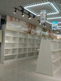 淄博恭喜某外贸城休息区在我公司定制一批木质展柜。