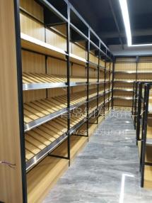 恭喜淄博酒巷名酒连锁专卖店在青岛钧发货架选购并定制一批青岛钢木货架木质货架并顺利安装完成